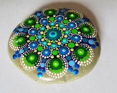 Grande arredamento dipinti a mano dipinti Mandala pietra roccia arte svitarla di Miranda / Dot Art / pietre rocce dipinte /Painted / blu / verde
