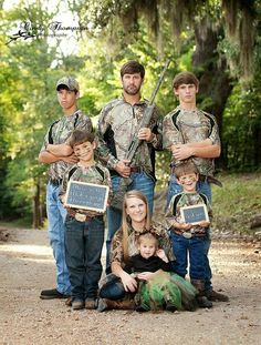 The one on the left looks like he's about to throw up! Camo Family Pictures, Cute Family Photos, Sibling Photos, Sister Photos, Family Picture Outfits, Family Posing, Cute Photos, Family Portraits, Siblings Goals