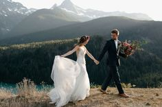 Mountain top elopement inspiration, in the wilderness framed by snowcapped mountains, lush greenery and Diablo Lake in the Pacific Northwest.