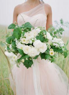Stunning coastal Micro-Wedding Inspiration with beautiful florals | Oregon Wedding Inspiration Coastal Wedding Inspiration, Romantic Table, Seattle Wedding, Queen Anne, Wedding Shoot, Oregon, Florals, Floral Design, Wedding Invitations