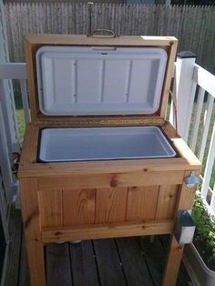 Reclaimed Pallet Cooler- 9 DIY Pallet Cooler Ideas | DIY to Make