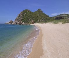Top 5 exotic beaches in Southeast Asia http://www.aluxurytravelblog.com/2014/01/10/top-5-exotic-beaches-in-southeast-asia/