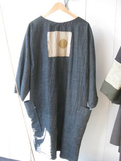 The top image is the back of an oversized smock - complete with printed dot-on-linen attachment. The second piece i. Funky Outfits, New Outfits, Cool Outfits, Fashion Outfits, Comfortable Fashion, Comfortable Outfits, Relaxed Outfit, Japanese Denim, Silk Jacket