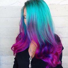 """Mermaid Hair"" Trend Has Women Dyeing Hair Into Sea-Inspired Colors - A Bright hair - Hair Designs Pink Ombre Hair, Dyed Hair Pastel, Violet Hair, Blue Ombre, Blue And Pink Hair, Pretty Hair Color, Hair Dye Colors, Aqua Hair Color, Color Blue"