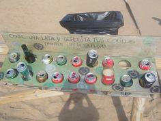 la playa del Faro de Trafalgar, Cadiz mítica esta papelera ;)