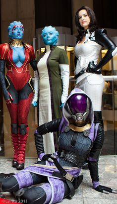 Mass Effect cosplay.  Great Costumes but girls, if you're gonna pose..you might want to tell everyone in your group.