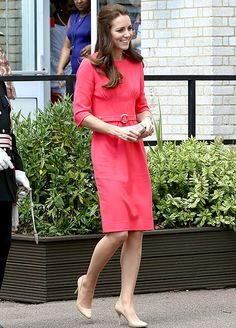 Kate Middleton paid a visit to the Blessed Sacrament School in London on Tuesday, July and looked gorgeous in a pink dress fit for a royal -- see Kate Middleton Wimbledon, Kate Middleton News, Estilo Kate Middleton, Kate Middleton Pictures, Kate Middleton Style, Vestidos Color Coral, Rosa Coral, Coral Pink, Princesa Kate Middleton