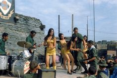 ©David Fahey Spec 4, US Army, 25th Infantry, 4th Battalion, 23rd Mechanized Infantry Brigade Vietnam and Cambodia, September 1969 – September, USO PERFORMANCE AT FIRE BASE RAWLINGS TÂY NINH PROVINCE, VIETNAM, NOVEMBER 1969