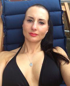 Just hanging around in the sun #bikini #femalefitness #beachbody