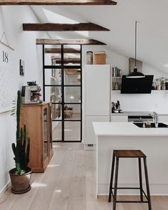 Modern Kitchen Interior Remodeling Find other ideas: Kitchen Countertops Remodeling On A Budget Small Kitchen Remodeling Layout Ideas DIY White Kitchen Remodeling Paint Kitchen Remodeling Before And After Farmhouse Kitchen Remodeling With Island Modern Kitchen Interiors, Modern Kitchen Design, Interior Design Kitchen, Modern Interior Design, Modern Condo, Modern Decor, Kitchen Design Trends 2018, Modern French Decor, Modern Apartments