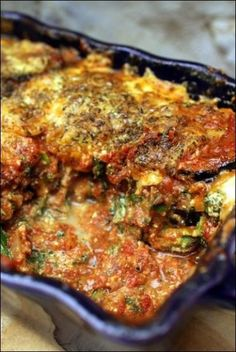 Aubergine gratin i lasagne med parmesan, ricotta og spinat ~ Glad pa . Veggie Recipes, Vegetarian Recipes, Healthy Recipes, Eat Better, Moussaka, Best Dinner Recipes, I Foods, Love Food, Carne