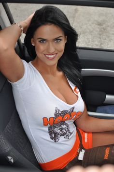 Hooters Girls: Photo