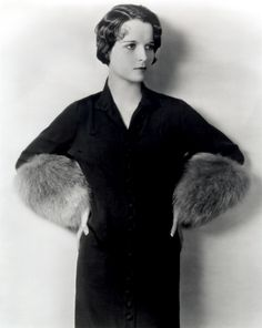 http://www.doctormacro.com/Images/Brooks,%20Louise/Brooks,%20Louise_03.jpg