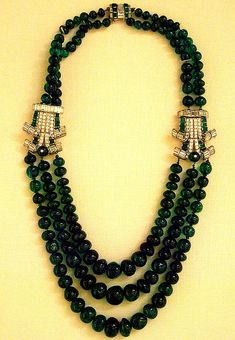Emerald and diamond necklace  British Museum  #Cartier London, 1920's-30's ... Love this