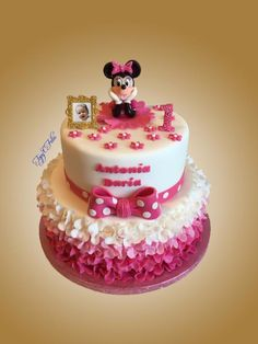 birthday cake with Minnie Mouse by Felis Toporascu Pastel Micky Mouse, Baby Minnie Mouse Cake, Minnie Mouse Rosa, Minnie Mouse First Birthday, 1st Birthday Cake For Girls, 1st Birthday Cake Smash, Birthday Nails, Birthday Ideas, Cake Decorating With Fondant