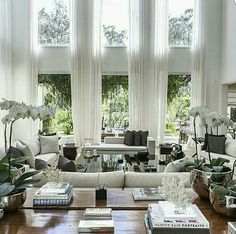 Living room decor and style tips - Searching for living room design ideas? Discover living room ideas and design inspiration from a variety of living rooms, such as theme, decor, and color. Click the link for more. Living Room Interior, Home Living Room, Living Room Designs, Living Spaces, Luxury Living Rooms, Living Room Decor High Ceilings, Large Living Rooms, High Ceiling Living Room Modern, Living Room Drapes