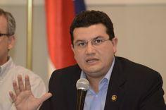 """Ministro se """"extraña"""" de ausencia de diputados en mesas de diálogo"""
