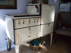 Magic Chef 1920`s gas stove