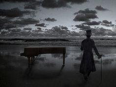 The piano by meaniebeanie.deviantart.com