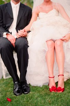 Red shoes. Yes please! Love seeing colorful shoes in photos with the white dress.
