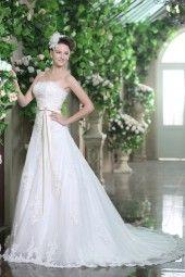 Weisses Brautkleid mit Gürtel in taupe