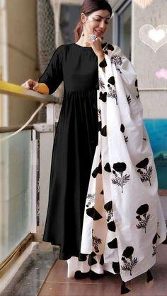 Pakistani Dresses Casual, Indian Gowns Dresses, Indian Fashion Dresses, Indian Designer Outfits, Indian Outfits, Designer Dresses, Pakistani Fashion Casual, Simple Kurti Designs, Kurta Designs Women