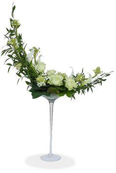 Discover thousands of images about Rosas Contemporary Flower Arrangements, Beautiful Flower Arrangements, Unique Flowers, Fresh Flowers, White Flowers, Beautiful Flowers, Ikebana, Rosen Arrangements, Floral Arrangements