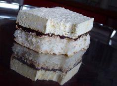 Kombinace kokosu, kávy, čokolády a vanilky je neodolatelná. Lehký, krémový a vynikající zákusek.