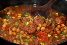 Cazuela de Garbanzos, Chorizo y Morcilla Chana Masala, Smoothie Recipes, Smoothies, Ethnic Recipes, Food, Base, Plate, Spanish Kitchen, Ethnic Food