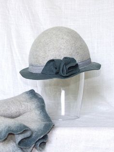 Womens vintage Bowler Hat in gray celadon 30 40s by Leris on Etsy, $80.00