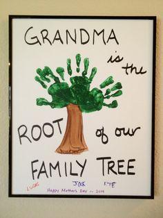 Kids handprint art - Family Tree for Grandma Projects For Kids, Diy For Kids, Crafts For Kids, Toddler Crafts, Painting For Kids, Diy Painting, Tree Wallpaper Computer, Hand Print Tree, Diy Gifts For Grandma