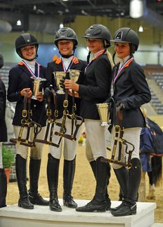 Zone 4 Team Sweeps Pony Jumper Championship At USEF Pony Finals  goldmedalteamweb.jpg