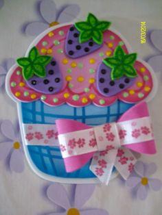 En fomy ✿⊱╮ Foam Crafts, Paper Crafts, Diy Crafts, Cupcake Crafts, Ice Cream Candy, Cute Cupcakes, Ideas Para Fiestas, Decorate Notebook, Felt Art