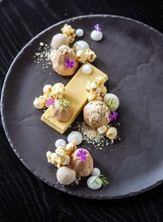 Delaire Graff Restuarant, Stellenbosch: Custard slice infused with toast, praline mousse, caramel popcorn and banana sorbet Gourmet Recipes, Dessert Recipes, Gourmet Desserts, Gourmet Food Plating, Gourmet Foods, Tart Recipes, Healthy Desserts, Dessert Presentation, Weight Watcher Desserts