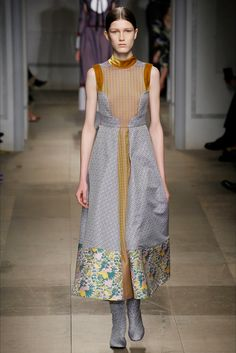 Take a look to Erdem Collections Fall Winter 2017-18collection: the fashion accessories and outfits seen on Londra runaways.