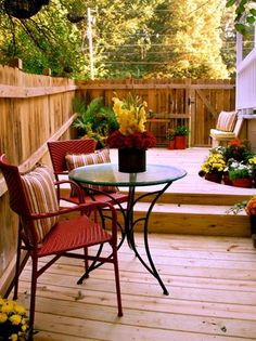 Una forma natural de pasar de ambientes internos a externos es con piso de madera!