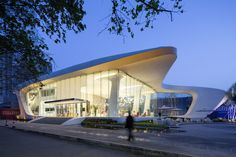 Image 6 of 22 from gallery of Haishang Plaza Sales Center / Amphibian Arc. Photograph by Zhejia Dai Concrete Architecture, Futuristic Architecture, Architecture Design, Pavillion Design, Shopping Mall Architecture, Facade Lighting, Sales Center, Contemporary Building, Commercial Architecture