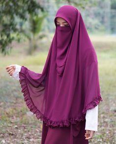Niqab Fashion, Muslim Fashion, Fashion Outfits, Beautiful Hijab Girl, Beautiful Muslim Women, Hijabi Girl, Girl Hijab, Hijab Hipster, Islamic Girl