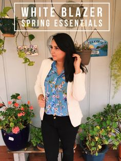 White Blazer is one of the essential pieces of clothing for Spring! Check out Andrea Santana Blog for full outfit!