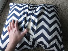 KrisKraft: Easy DIY Throw Pillows. Need to make these for the couch with washable fabric :)