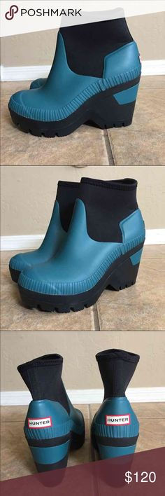 """WOMENS HUNTER DEEP SEA WEDGE RAIN BOOT EXCELLENT PREOWNED CONDITION  WORN ONCE   WOMENS HUNTER DEEP SEA WEDGE RAIN BOOT  Inspired by a deep-sea theme from their archives, Hunter offers a handmade wedge bootie that features a stretchy neoprene shaft and a traction-gripping sole—so you can face the rainiest of days in fearless fashion. 3 1/2"""" heel; 1"""" platform  4 1/2"""" boot shaft. Neoprene and rubber upper/textile lining/rubber sole.   SIZE  UK 4           US 6  COLOR BRIGHT PEACOCK  SMOKE AND…"""