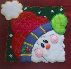 Cojin cara nieve Christmas Clay, Christmas Sewing, Christmas Pillow, Halloween Christmas, All Things Christmas, Snowman Crafts, Felt Crafts, Christmas Crafts, Christmas Decorations