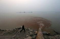 Jangtse-Fluss (Archivbild): Am Ufer sammelt sich Müll. Ein Drittel der Flüsse...
