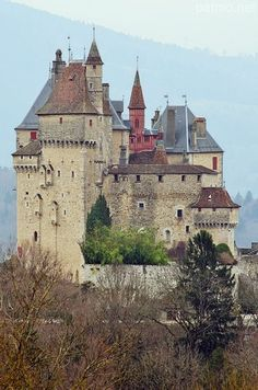 Medieval Chateau de Menthon, Menthon-Saint-Bernard, France >>> I think this type of castle I find just as attractive as the Neuschwanstein style, because of its lack of symmetry - although don't mistake me, I love Mad King Ludwig's masterpiece too! Beautiful Castles, Beautiful Buildings, Beautiful Places, Chateau Medieval, Medieval Castle, Belle France, French Castles, English Castles, Scottish Castles