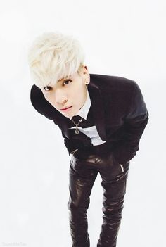 Jonghyun ♥_♥ I wanted a leather pants ever since!,,,