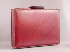 Morabito, Attache-case vintage en cuir rouge. Signé Morabito, 1 Place Vendôme.