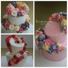 Buttercream flower cake 버터크림케익 @kissthecake72 Instagram Profile - Pictoyr