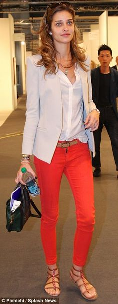 Red ankle jeans, beige blazer, white blouse