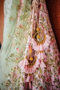 Trending Latkan Designs For Blouse & Lehenga That Are Sure To Glamourize Your Bridal Look! Lehenga Choli Designs, Saree Tassels Designs, Designer Lehnga Choli, Blouse Lehenga, Lehnga Dress, Red Lehenga, Yellow Lehenga, Lengha Choli, Indian Wedding Outfits