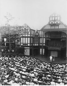 Harry Anderson performing a magic show in the Allen Elizabethan Theatre in 1983.